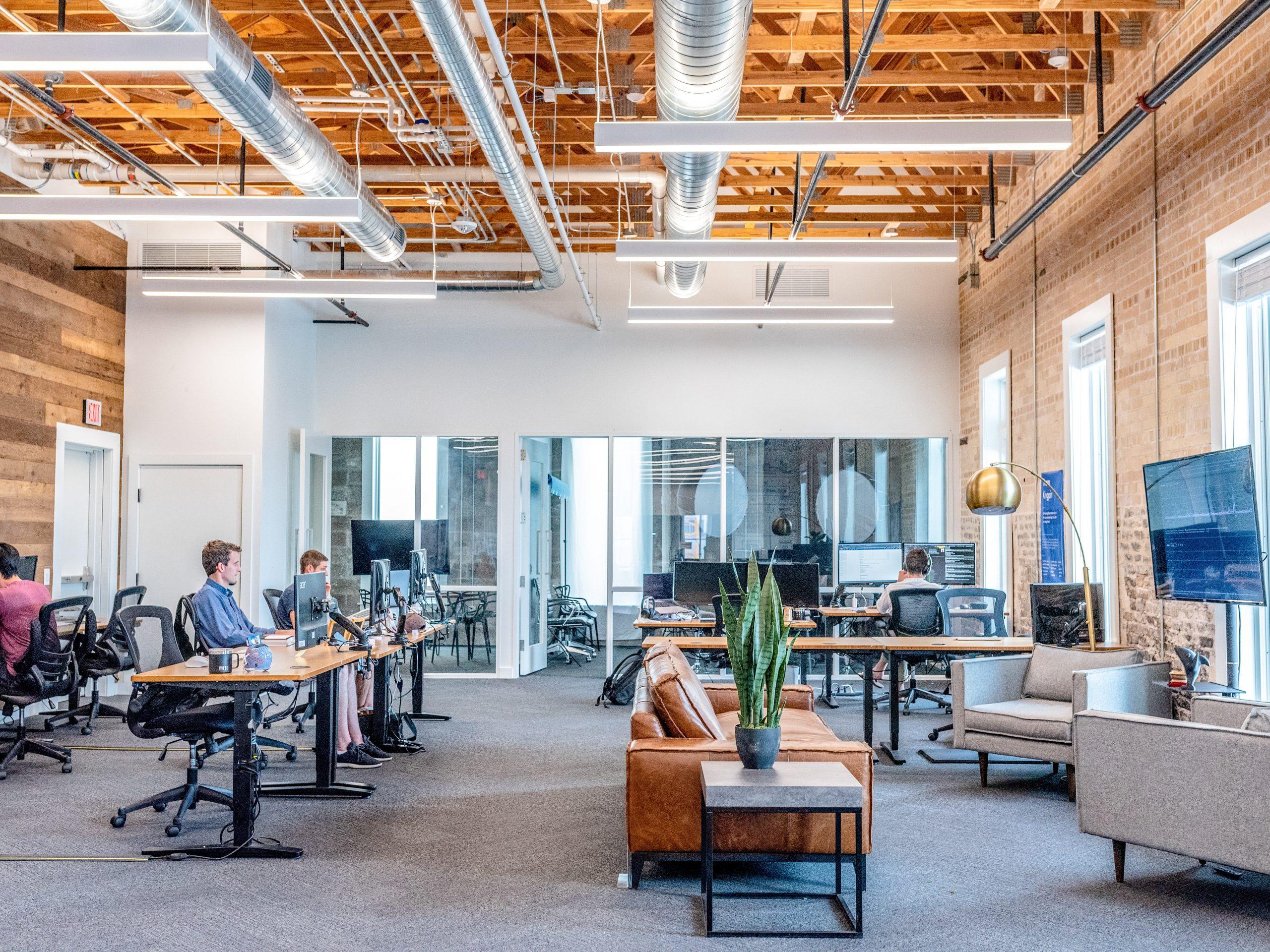 ¿Cómo gestionar la vuelta a la actividad presencial en el ambiente de trabajo?